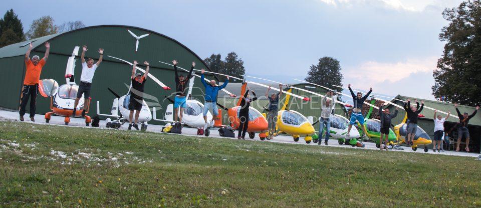 Letališče Novi lazi. Skupina letalcev iz Češke. foto-kapele.si